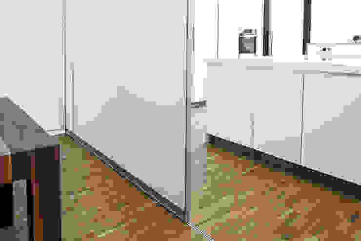 Lojas & Imóveis comerciais modernos por KUHN GmbH Moderno