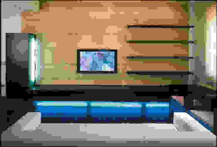 PINK HOUSE / Progetto Arch. F. Bombace Soggiorno moderno di decor srl Moderno