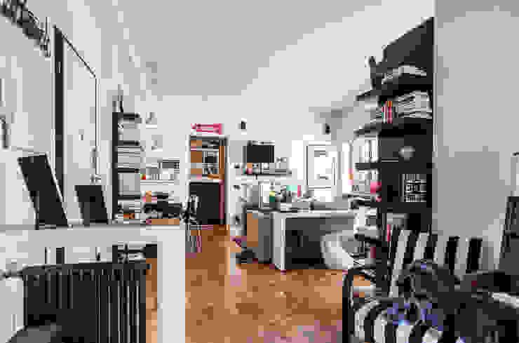 Moderne woonkamers van Giulia Villani - Studio Guerra Modern