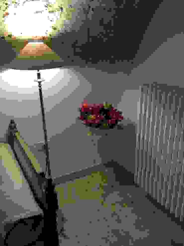 Apulia Attic Camera da letto in stile mediterraneo di Atmosfere d'interni Mediterraneo