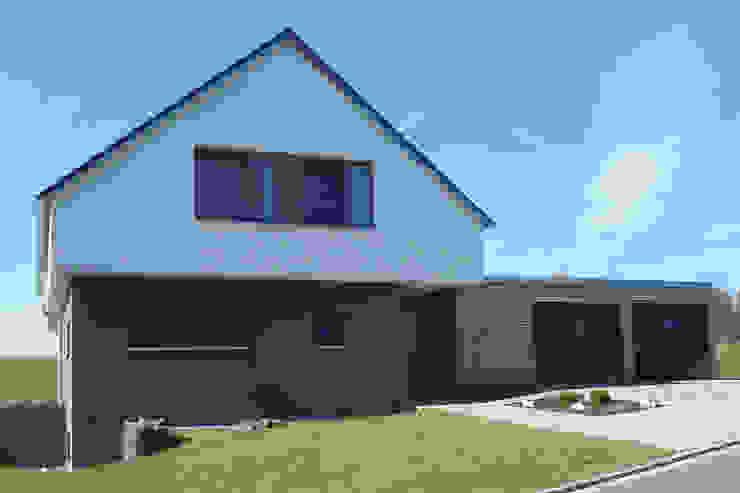 Einfamilienhaus   T Moderne Häuser von Architekturbüro HOFFMANN Modern