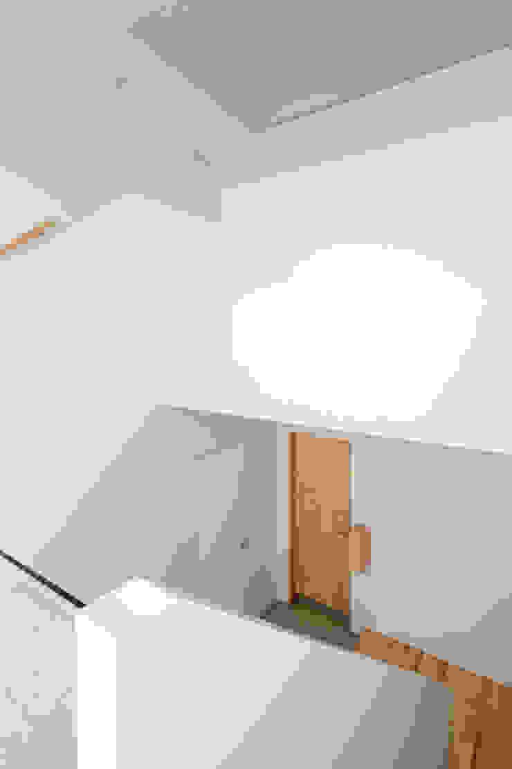 春光の家 モダンスタイルの 玄関&廊下&階段 の 一色玲児 建築設計事務所 / ISSHIKI REIJI ARCHITECTS モダン