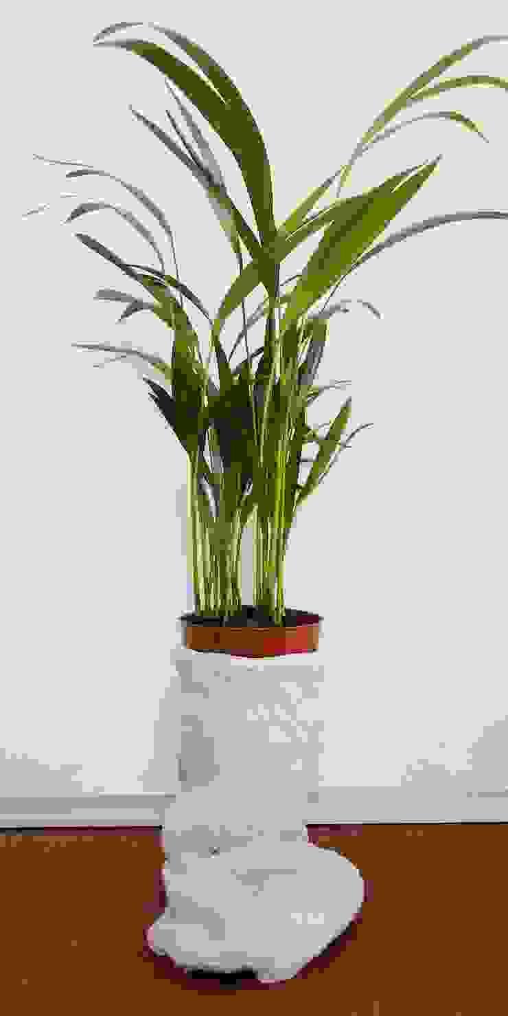 Vaso da fiori in tessuto cementato n°2-2013 di Architetto Daniele Stiavetti Moderno