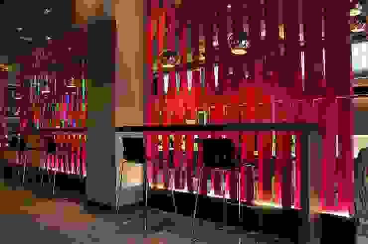Vinoteca – Restaurante Tony's Gastronomía de estilo moderno de FrAncisco SilvÁn - Arquitectura de Interior Moderno