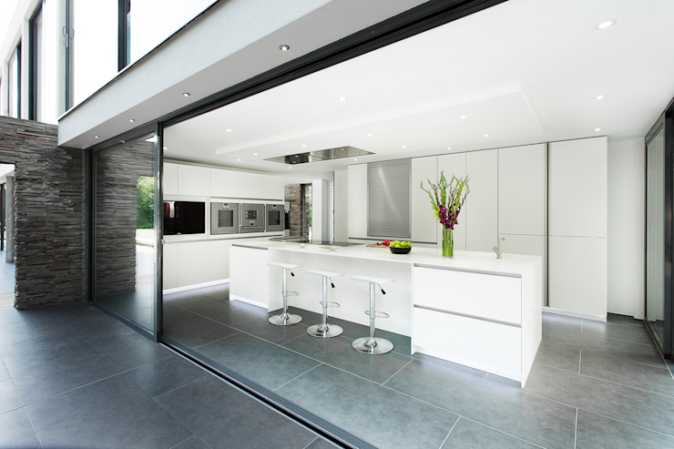 Synergy of Light and Space Modern style kitchen by The Myers Touch Modern