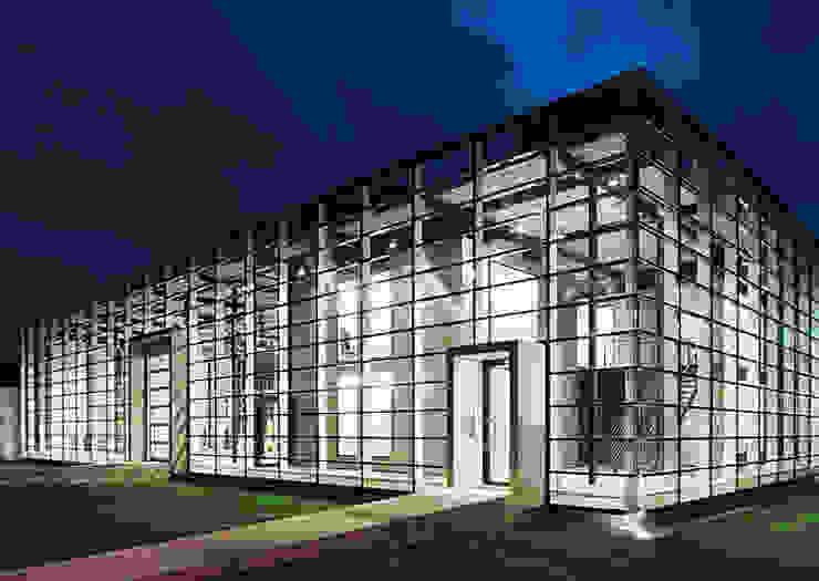Unternehmensgebäude in Freiburg/Br. Moderne Geschäftsräume & Stores von IONDESIGN GmbH Modern