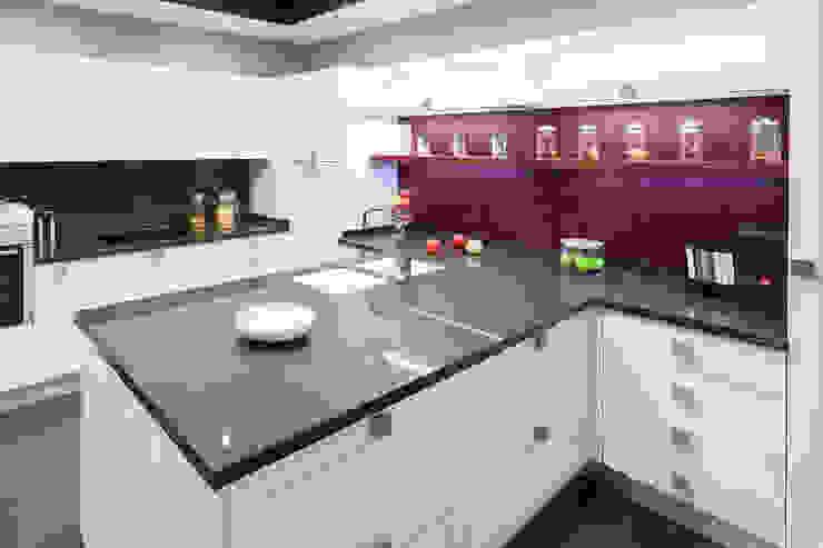 Nhà bếp phong cách tối giản bởi Cocinas Rio Tối giản