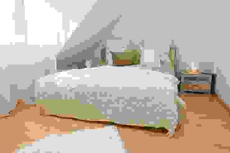 クラシカルスタイルの 寝室 の Münchner home staging Agentur GESCHKA クラシック