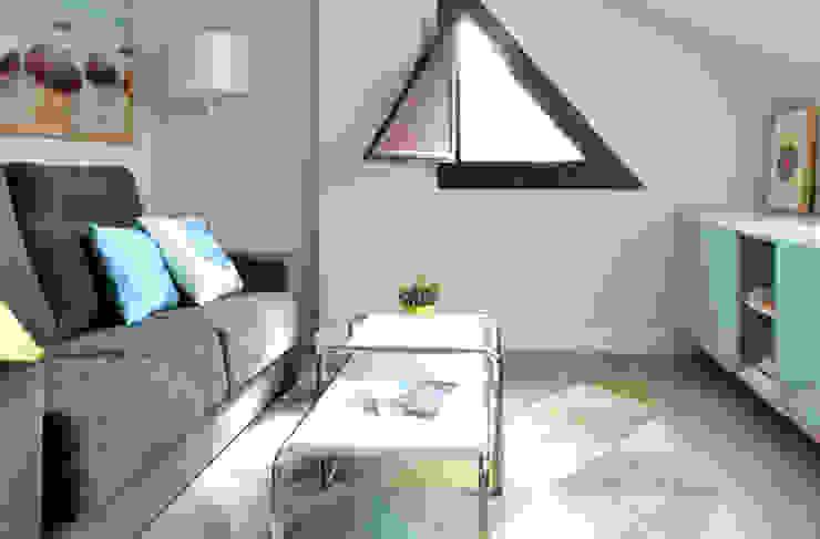 Dormitorio + ocio + trabajo + relax... Oficinas de estilo escandinavo de TEKNIA ESTUDIO Escandinavo