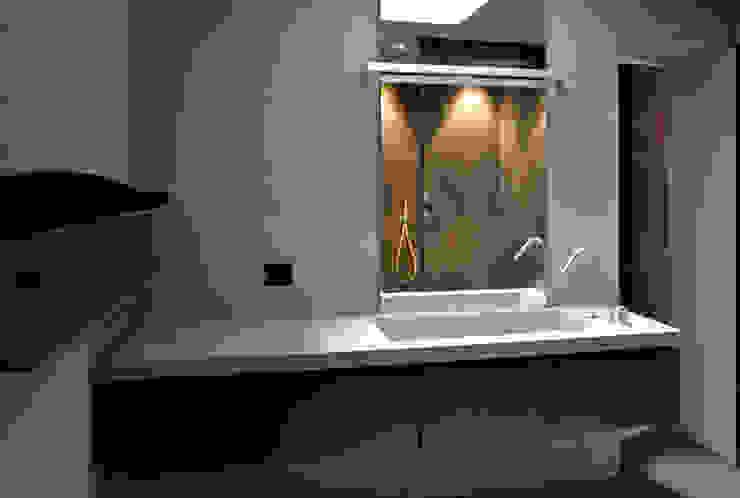 Flat Renovation Bagno moderno di Studio di Architettura Rosso19 Moderno