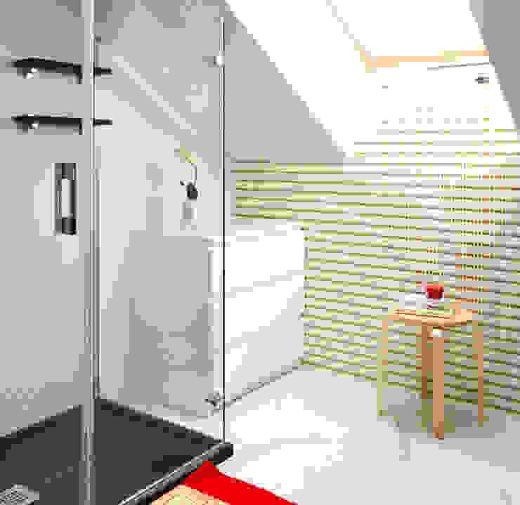 Scandinavian style bathroom by TEKNIA ESTUDIO Scandinavian