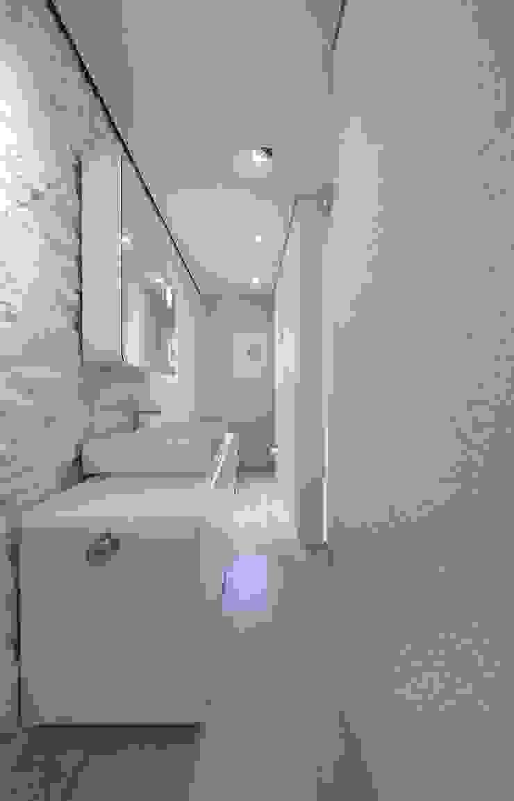 Casa Micheli Bagno moderno di Simone Micheli Architectural Hero Moderno