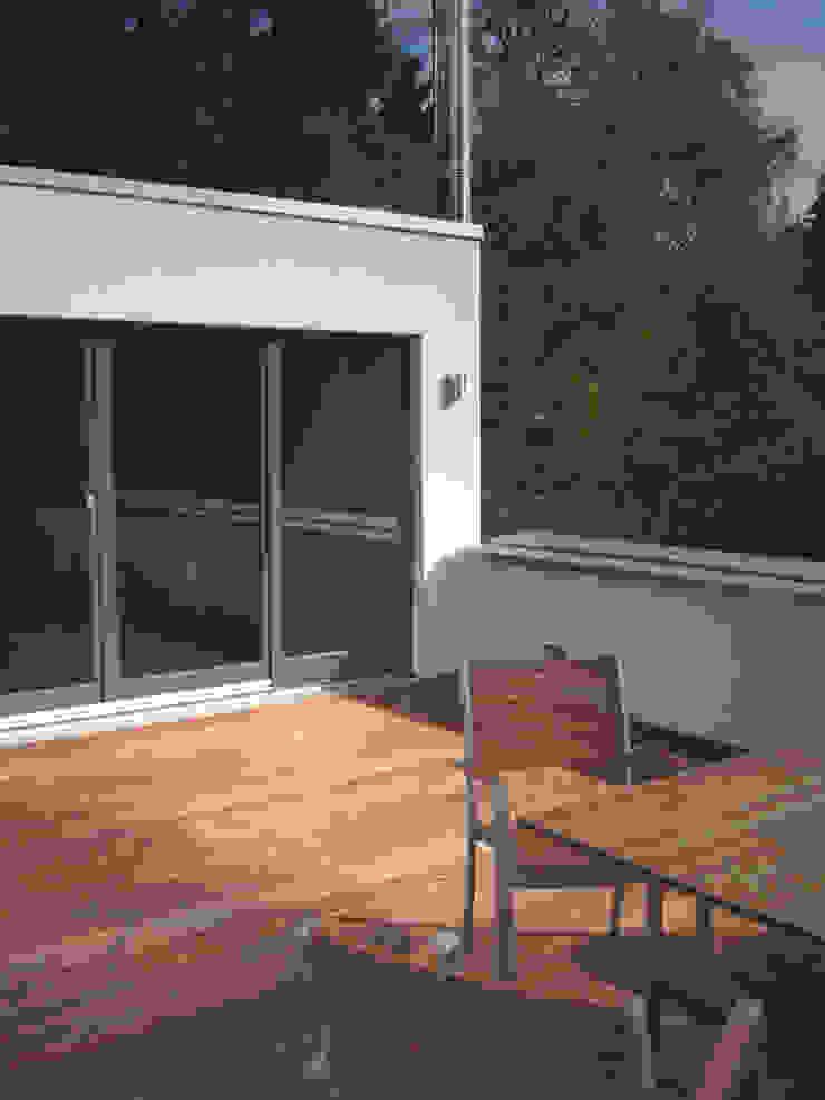 Balcones y terrazas modernos: Ideas, imágenes y decoración de zymara und loitzenbauer architekten bda Moderno