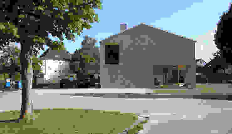 strassenfassade Moderne Häuser von architekturbüro axel baudendistel Modern
