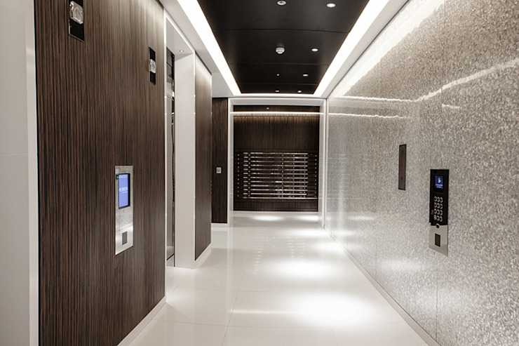 The Heron - Main reception area with floor to ceiling White Lip and Black Lip Four Sided Crazy Pattern Mother of Pearl Wall Panels Modern corridor, hallway & stairs by ShellShock Designs Modern