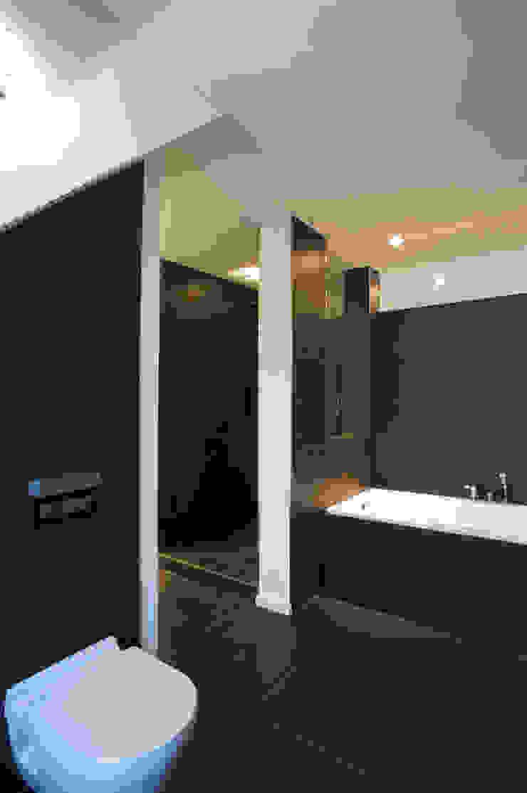 Modern Banyo zymara und loitzenbauer architekten bda Modern