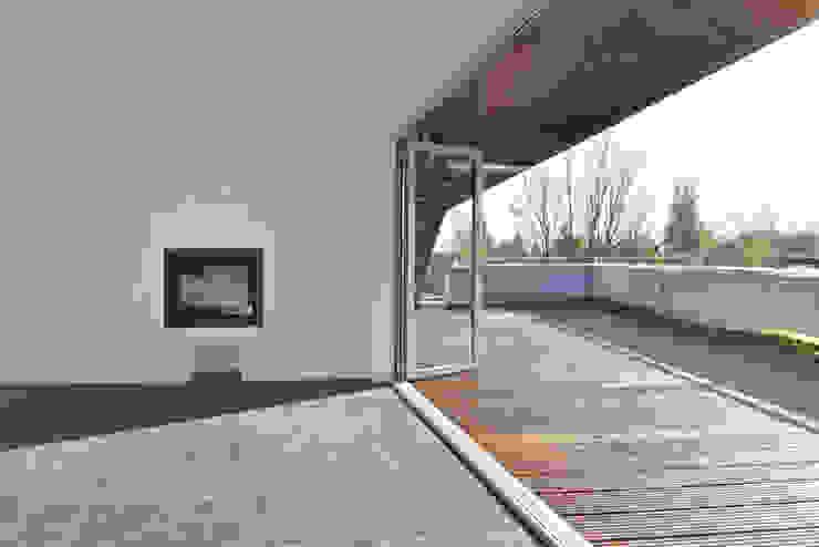 STC17 and8 Architekten Aisslinger + Bracht Ausgefallener Balkon, Veranda & Terrasse
