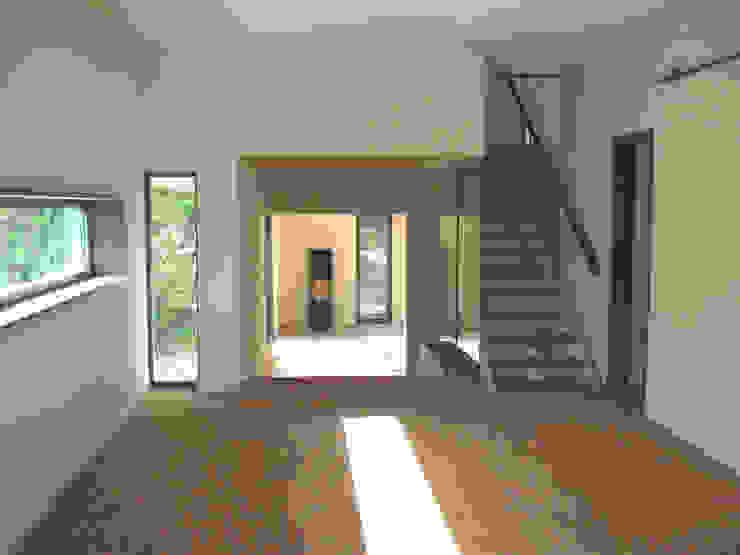 Salones de estilo moderno de zymara und loitzenbauer architekten bda Moderno