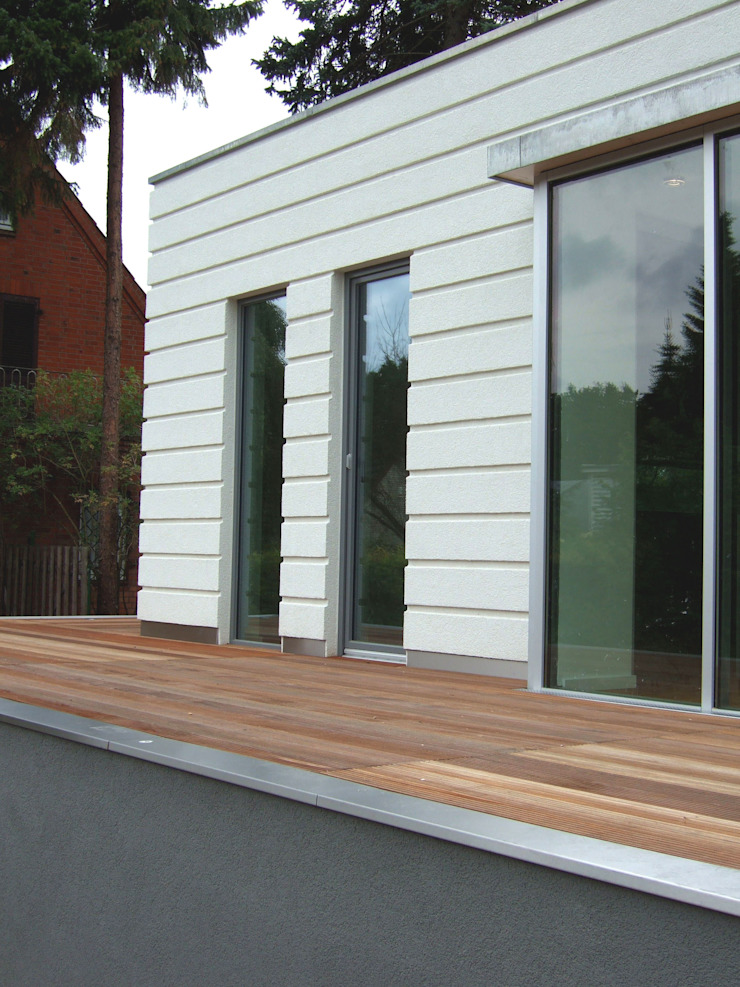 Balcones y terrazas de estilo moderno de zymara und loitzenbauer architekten bda Moderno