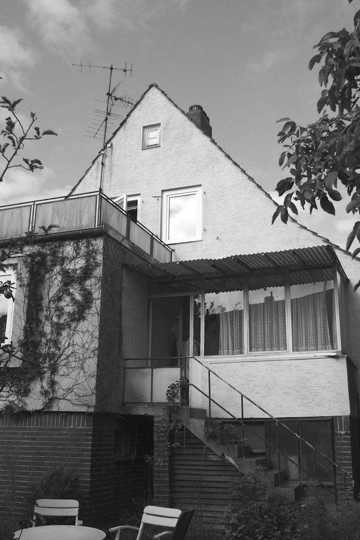Siedlungshaus mit Holzscheibe Moderne Häuser von zymara und loitzenbauer architekten bda Modern