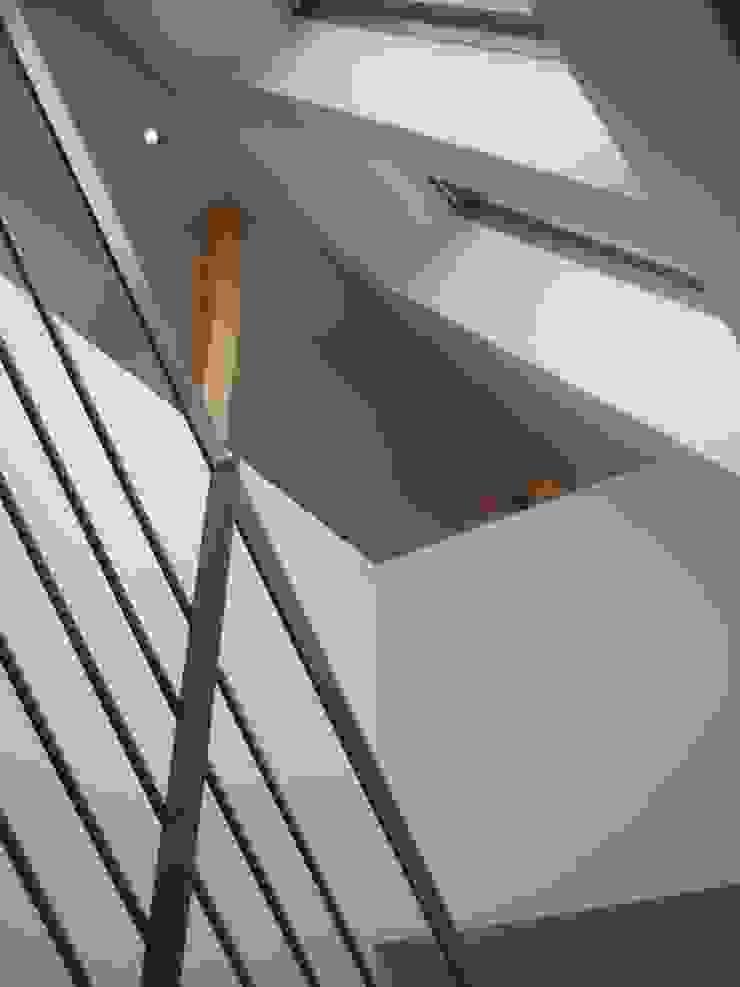 Modern Koridor, Hol & Merdivenler zymara und loitzenbauer architekten bda Modern