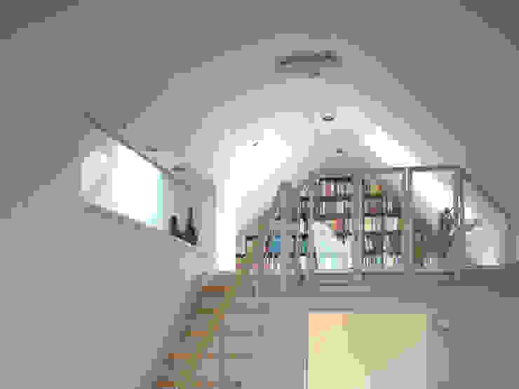 ห้องโถงทางเดินและบันไดสมัยใหม่ โดย zymara und loitzenbauer architekten bda โมเดิร์น