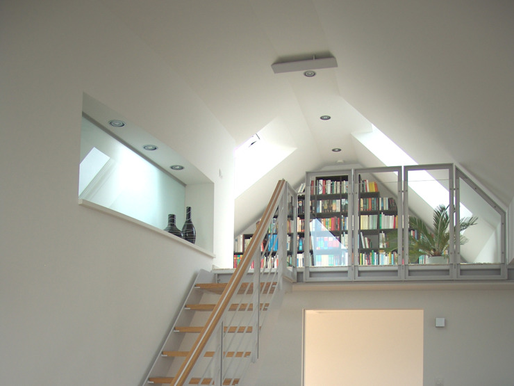 Коридор, прихожая и лестница в модерн стиле от zymara und loitzenbauer architekten bda Модерн