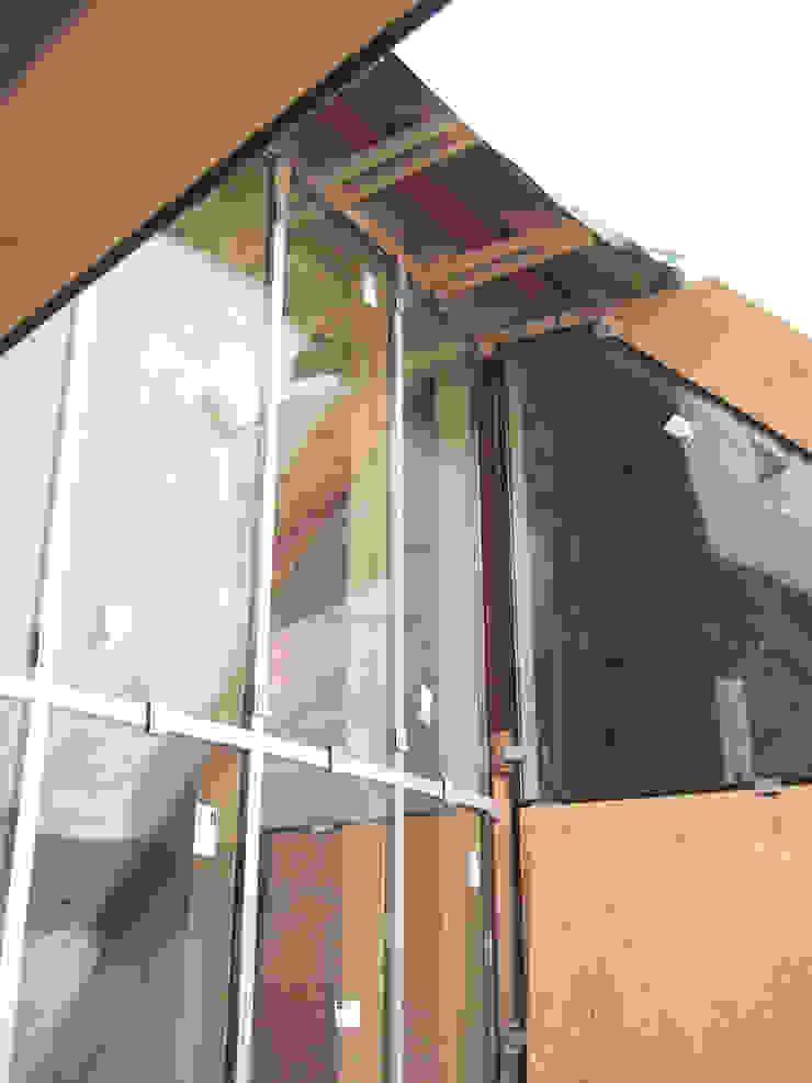 現代房屋設計點子、靈感 & 圖片 根據 zymara und loitzenbauer architekten bda 現代風