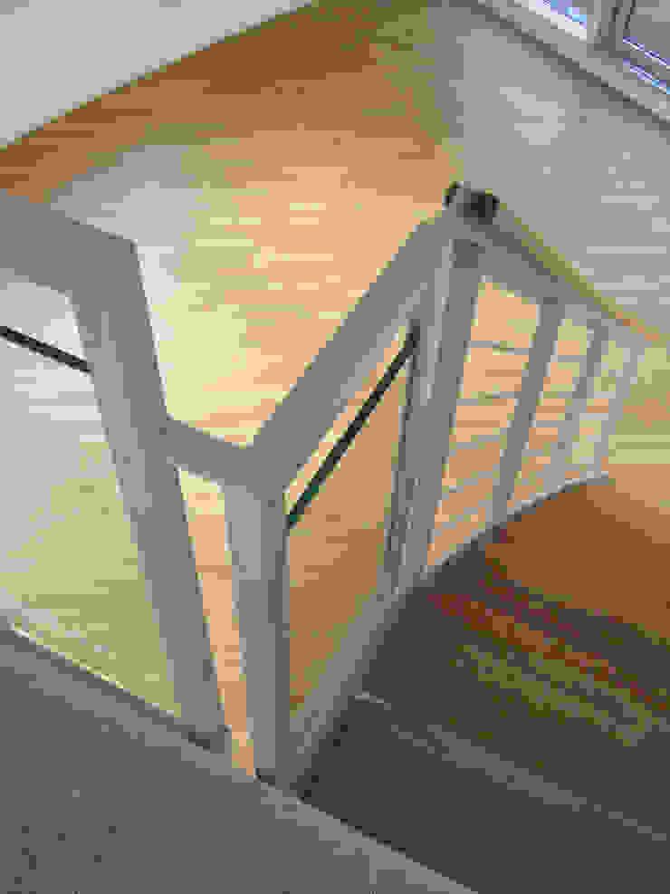 現代風玄關、走廊與階梯 根據 zymara und loitzenbauer architekten bda 現代風