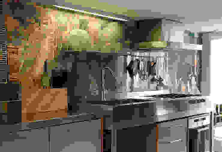 Steel Kitcheb Cucina moderna di MAGMA Moderno