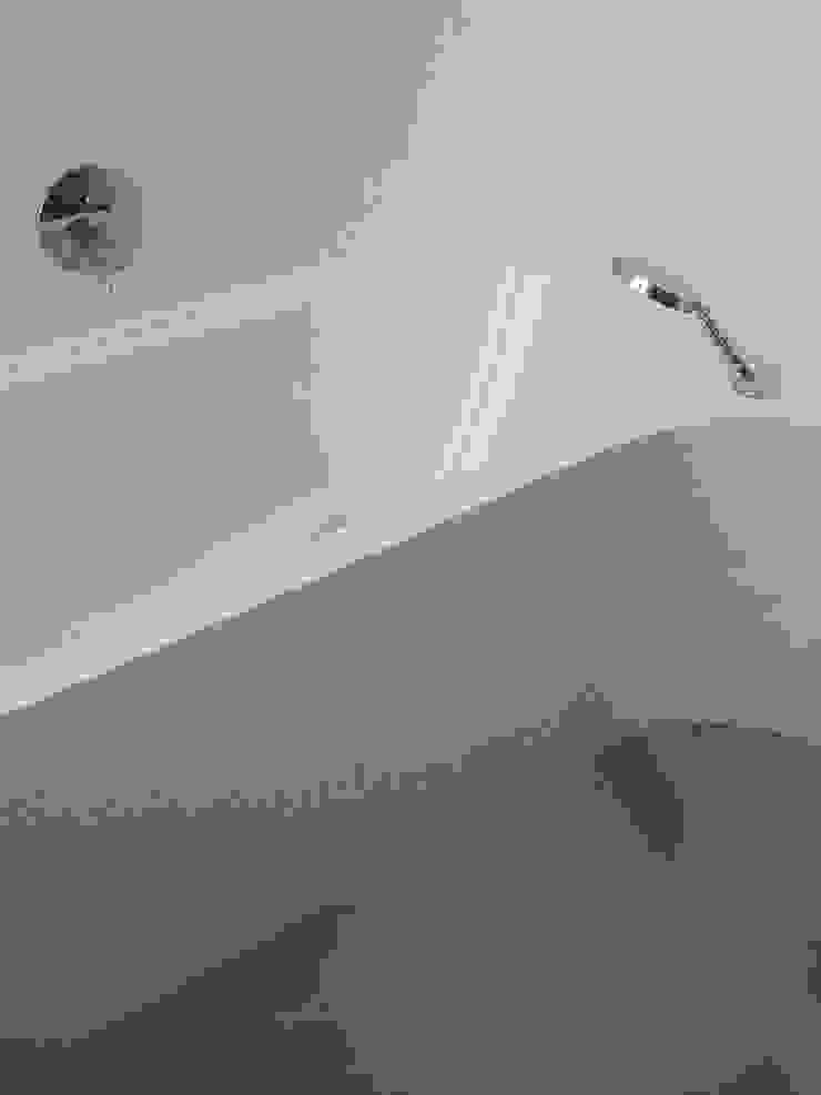 現代浴室設計點子、靈感&圖片 根據 zymara und loitzenbauer architekten bda 現代風