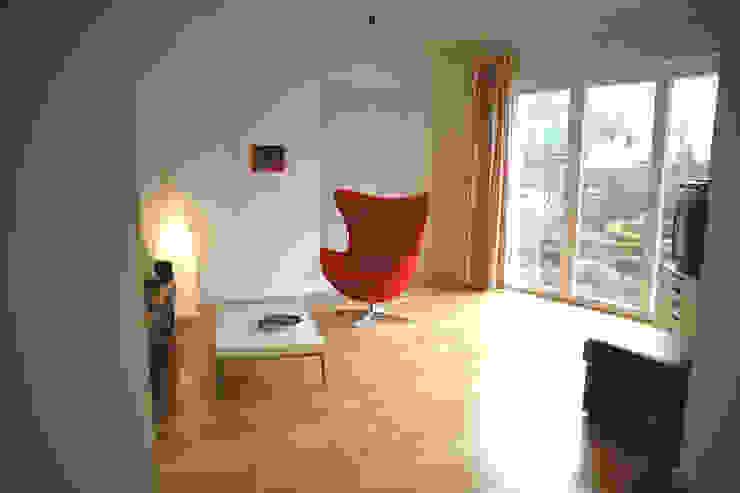 Salas de estar  por zymara und loitzenbauer architekten bda
