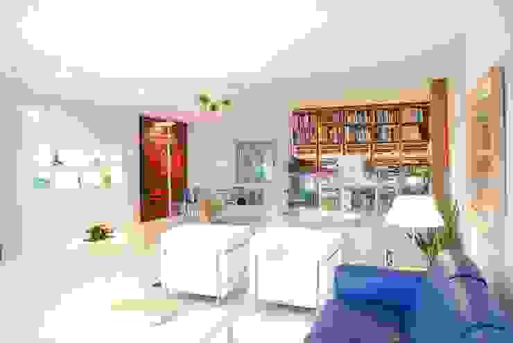 Unifamiliar Moraira Salones de estilo moderno de Tono Lledó Estudio de Interiorismo en Alicante Moderno