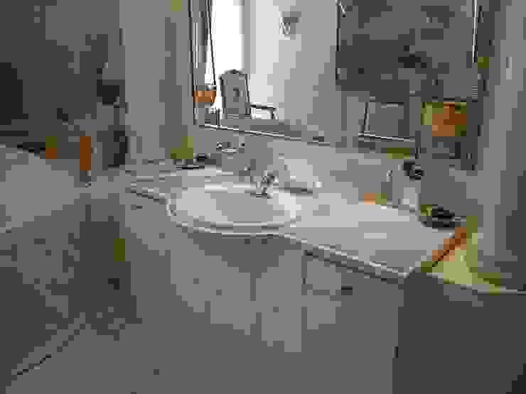 Illusionen mit Farbe Mediterranean style bathroom