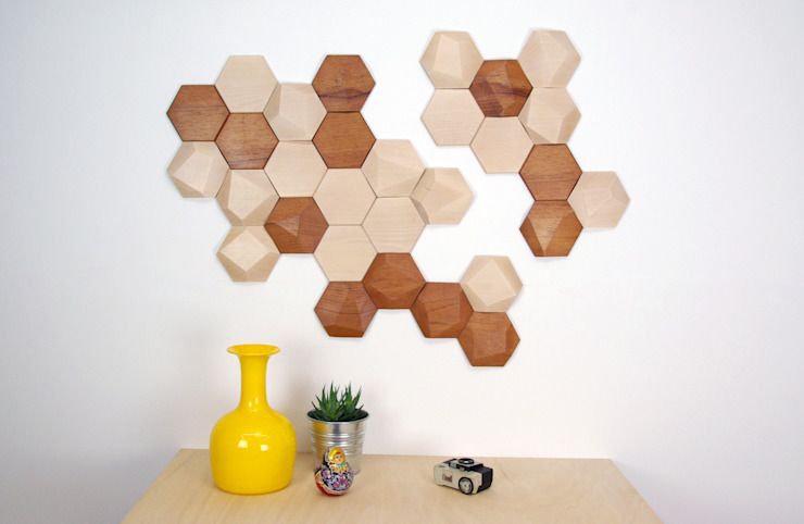 Bee Apis, wooden tiles for wall decor de Monoculo Design Studio Ecléctico