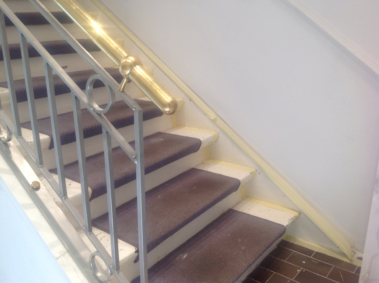 Neugestaltung eines Treppenhauses Illusionen mit Farbe Klassischer Flur, Diele & Treppenhaus