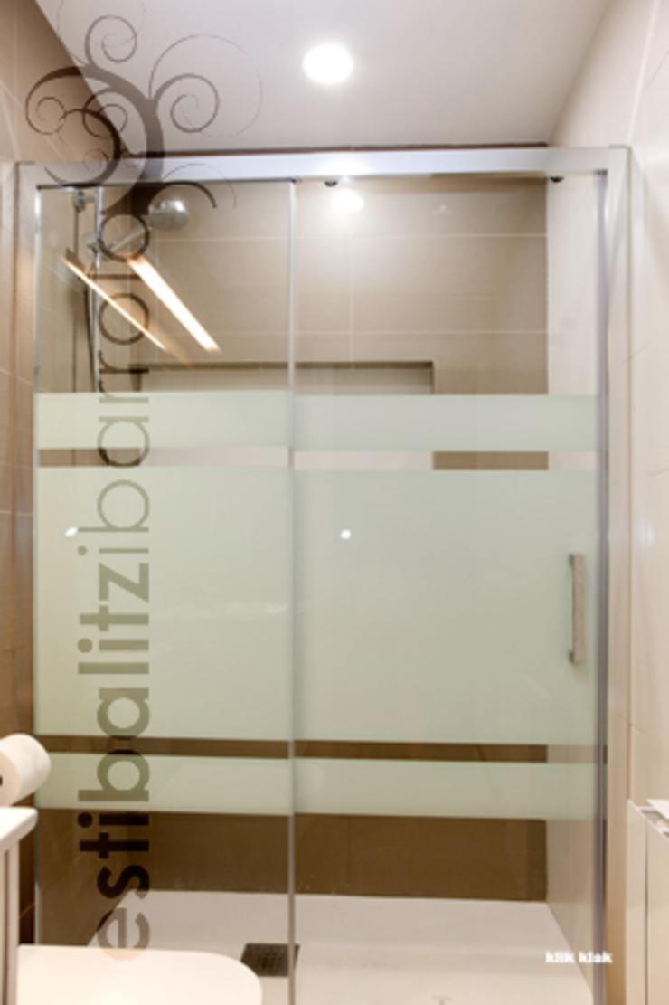 現代浴室設計點子、靈感&圖片 根據 ESTIBALITZ IBARROLA 現代風