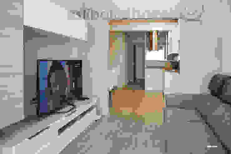 现代客厅設計點子、靈感 & 圖片 根據 ESTIBALITZ IBARROLA 現代風