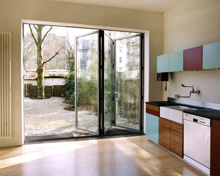 Sliding doors by and8 Architekten Aisslinger + Bracht