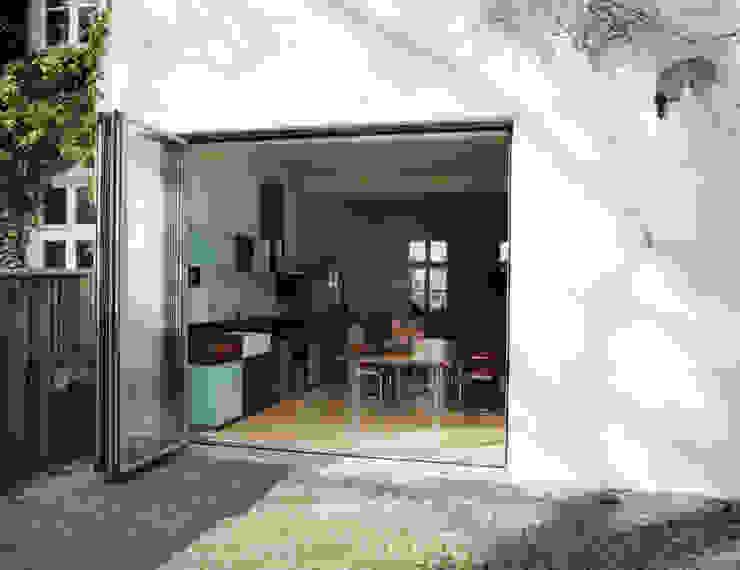 Küche im Altbau Skandinavischer Balkon, Veranda & Terrasse von and8 Architekten Aisslinger + Bracht Skandinavisch
