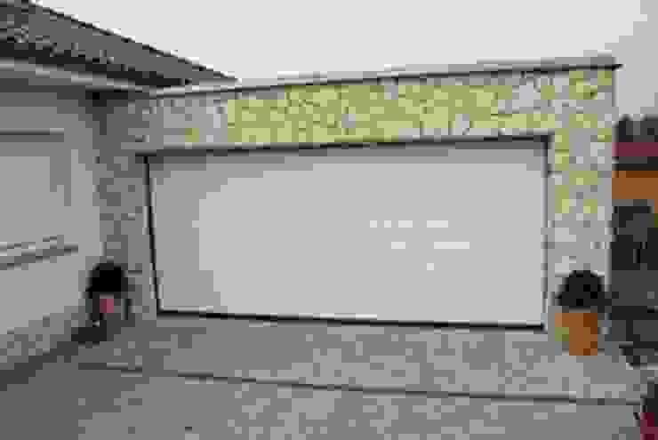 Fassade aus Naturstein Moderne Garagen & Schuppen von Mosaikdesigns Modern