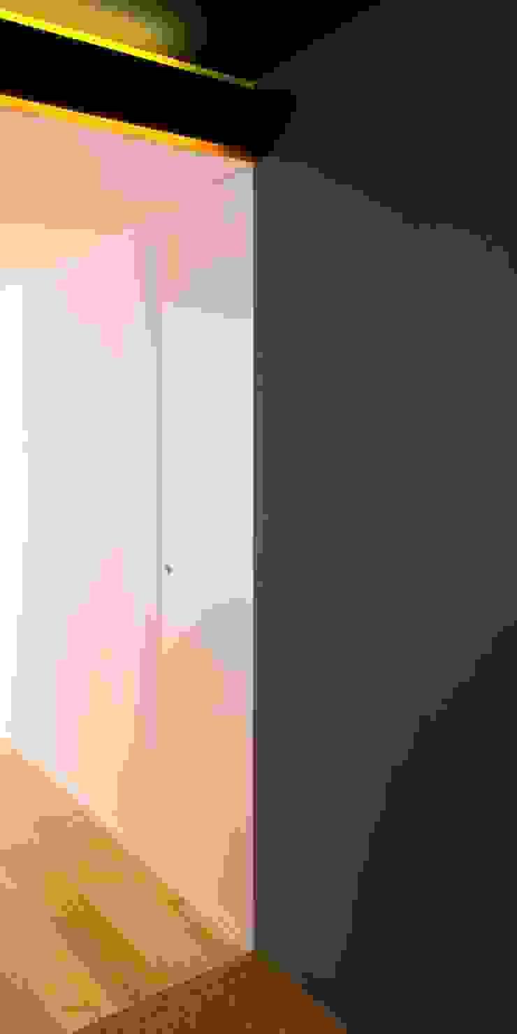 Vivienda TERCERTERCERA Garajes de estilo moderno de Estudi Agustí Costa Moderno