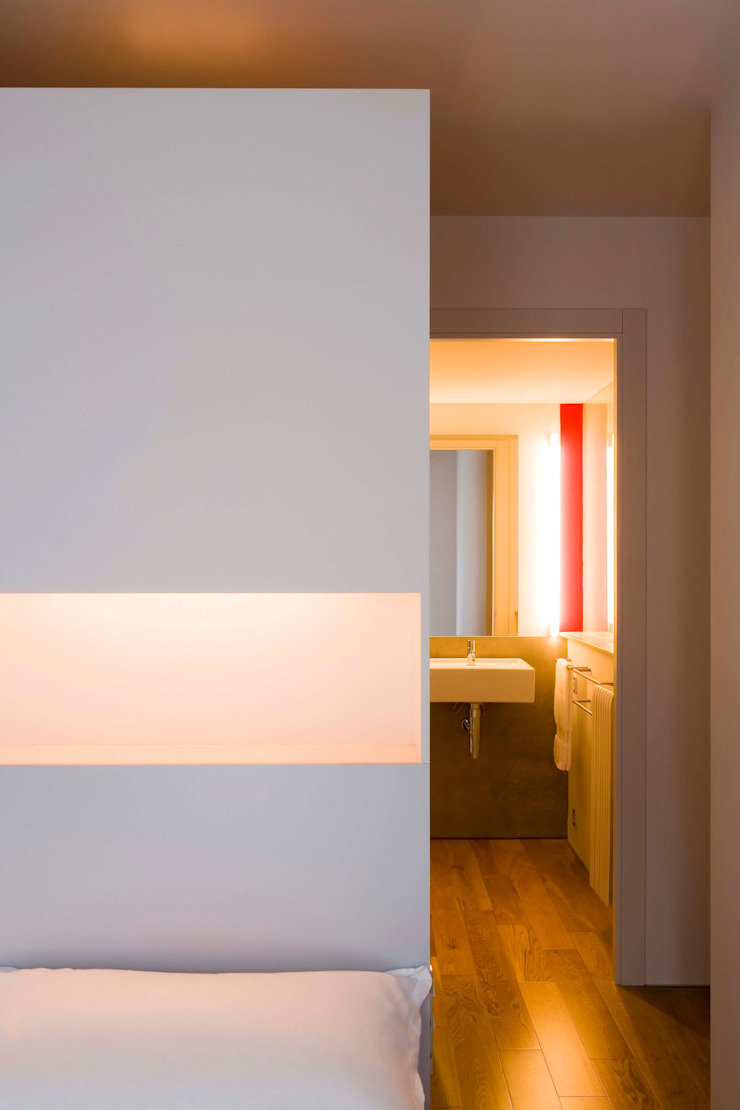 Vivienda TERCERTERCERA Dormitorios de estilo moderno de Estudi Agustí Costa Moderno