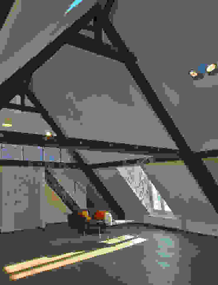 Dachloft Moderne Wohnzimmer von Lichters Living Modern
