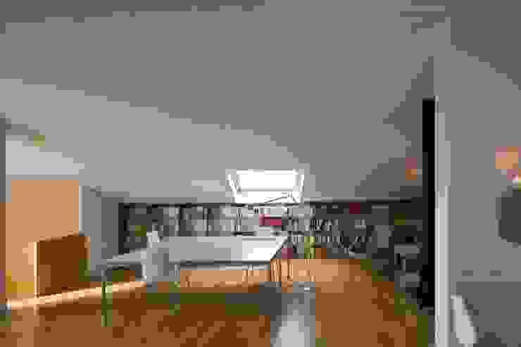 Vivienda TERCERTERCERA Estudios y oficinas modernos de Estudi Agustí Costa Moderno