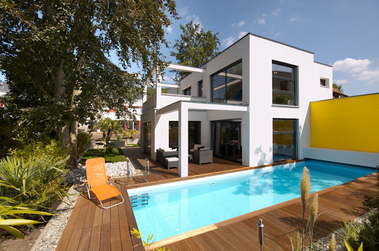 BAUHAUS VILLA MIT AUSSENPOOL Moderne Häuser von b2 böhme BAUBERATUNG Modern