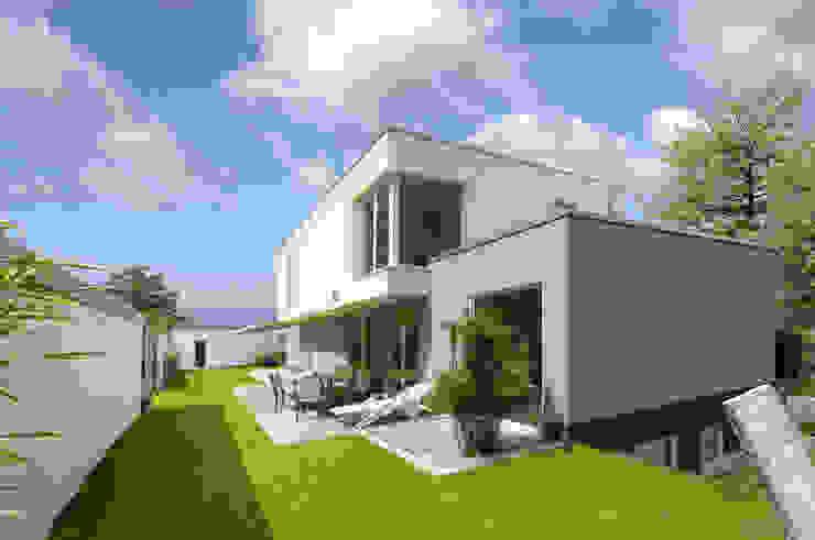 FENG SHUI VILLA Moderne Häuser von b2 böhme PROJEKTBAU GmbH Modern