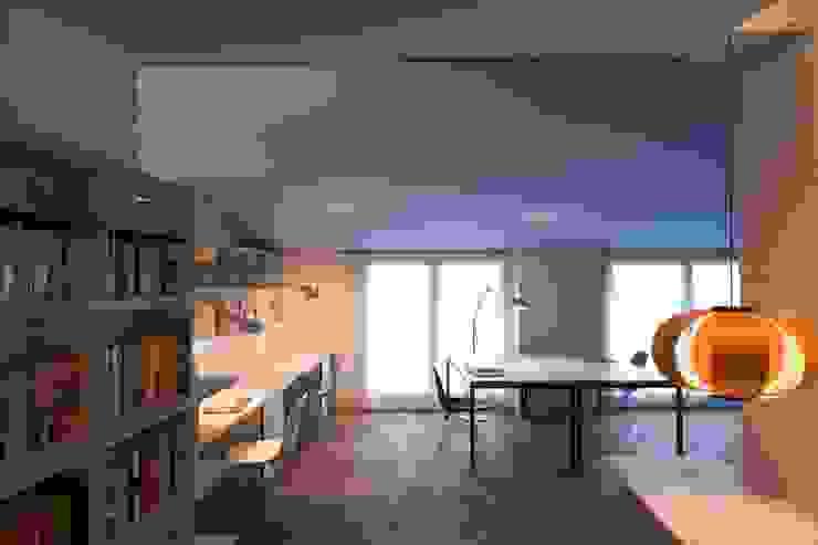 Estudio PARTICULAR Estudios y despachos de estilo moderno de Estudi Agustí Costa Moderno