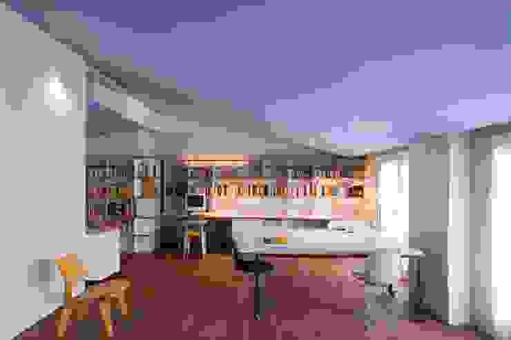 Moderne Arbeitszimmer von Estudi Agustí Costa Modern