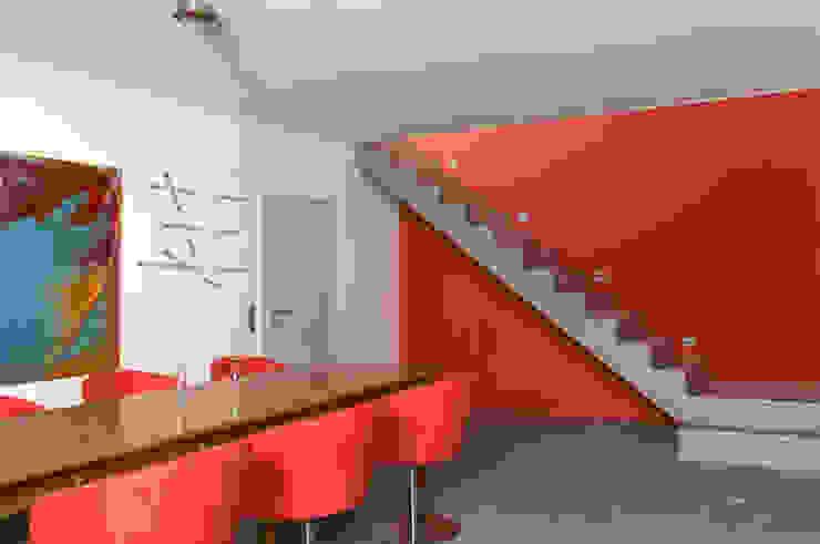 Moderne gangen, hallen & trappenhuizen van b2 böhme PROJEKTBAU GmbH Modern
